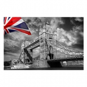Londra - Tower Bridge with colorful flag